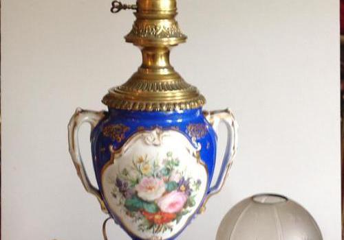 Grande lampe en porcelaine de paris