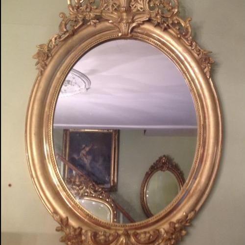 Beau miroir ovale